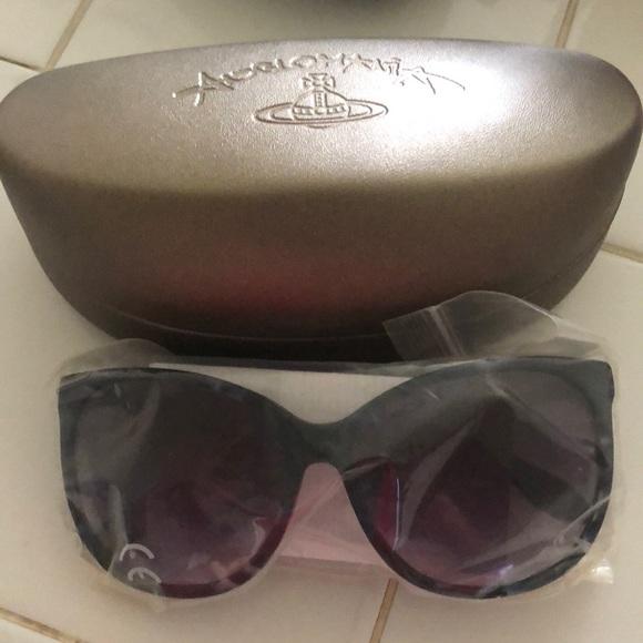 f0d5495f5eab Vivienne Westwood sunglasses. M_5b01c3939cc7ef543af1cfad